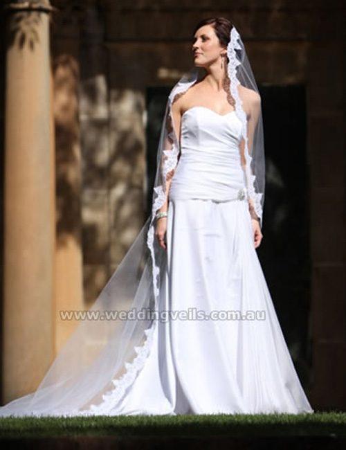 WeddingVeilsJaquleineMantillaVeil-02